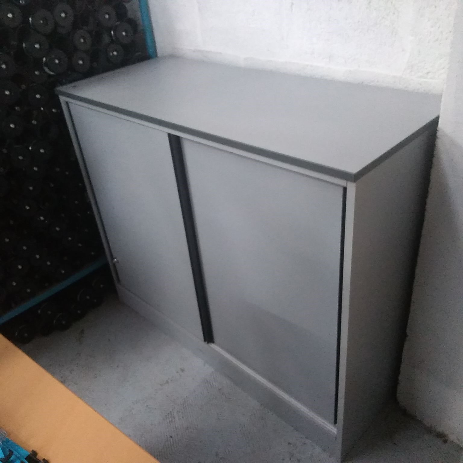 armoire basse  grise unie_product