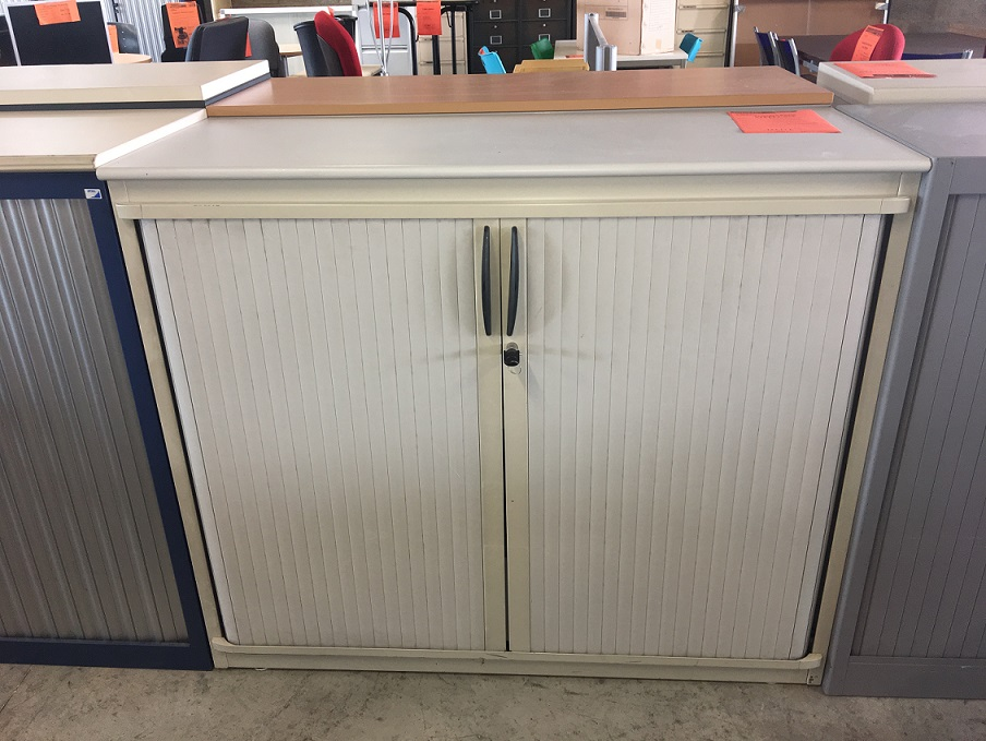 armoire basse steelcase grise claire